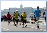 Budai Vár látványa a Budapest Maraton futóinak